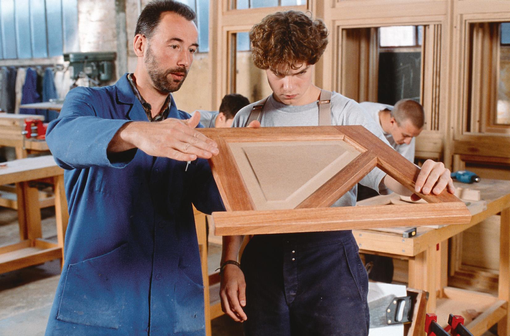 compagnons du tour de france. Black Bedroom Furniture Sets. Home Design Ideas